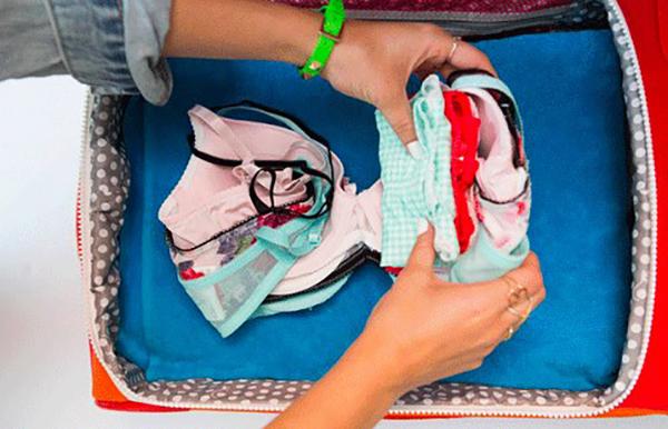 Cách xếp hành lý vào vali 4
