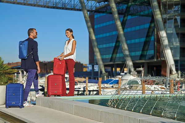Đi máy bay mua vali nào? 4