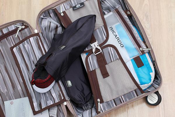 Cách xếp hành lý vào vali 6