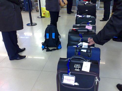 Tip nhỏ giúp bạn xử lý vali quá cân khi đi máy bay