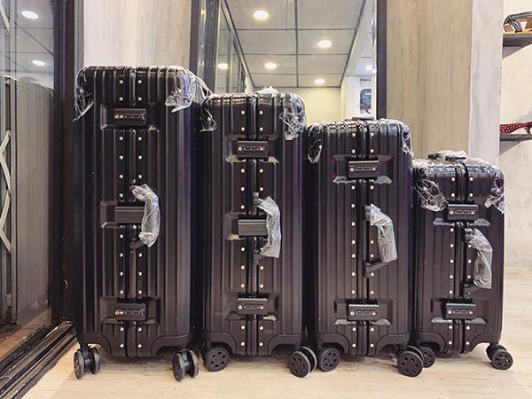 vali kéo nhôm