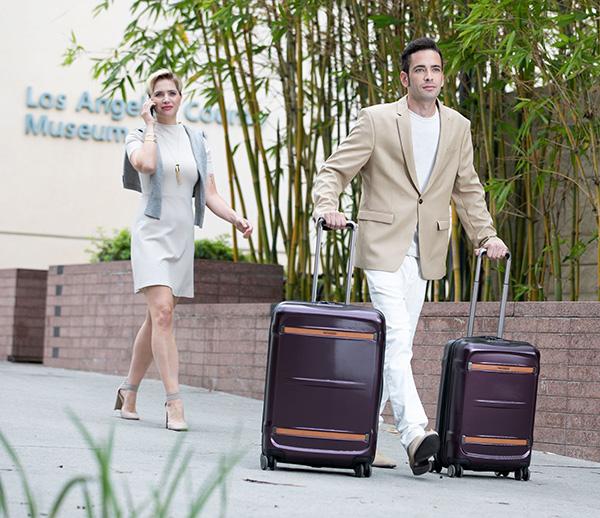 Nên mua vali 2 bánh hay 4 bánh hình 2