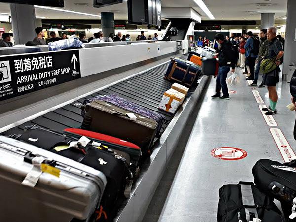Cách đánh dấu vali khi đi máy bay 1