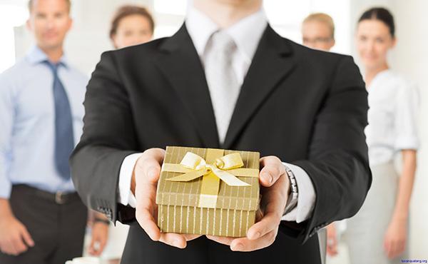 Quà tặng sinh nhật hco đối tác nam 1