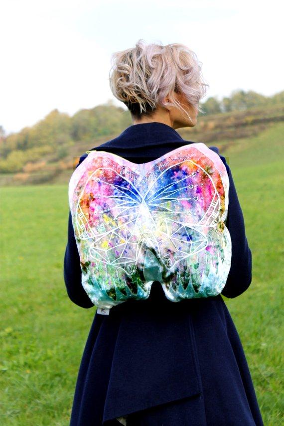 Balo hình con bướm độc đáo